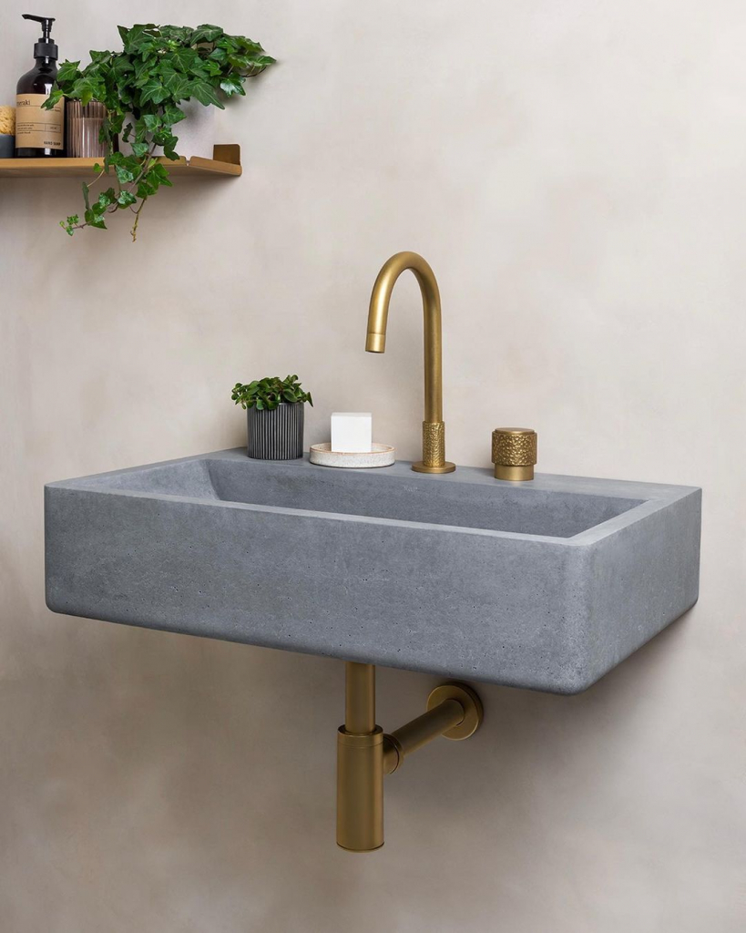 00085PL_SED03_Sense_Deck_Mounted_Basin_Tap_in_Aged_Brass