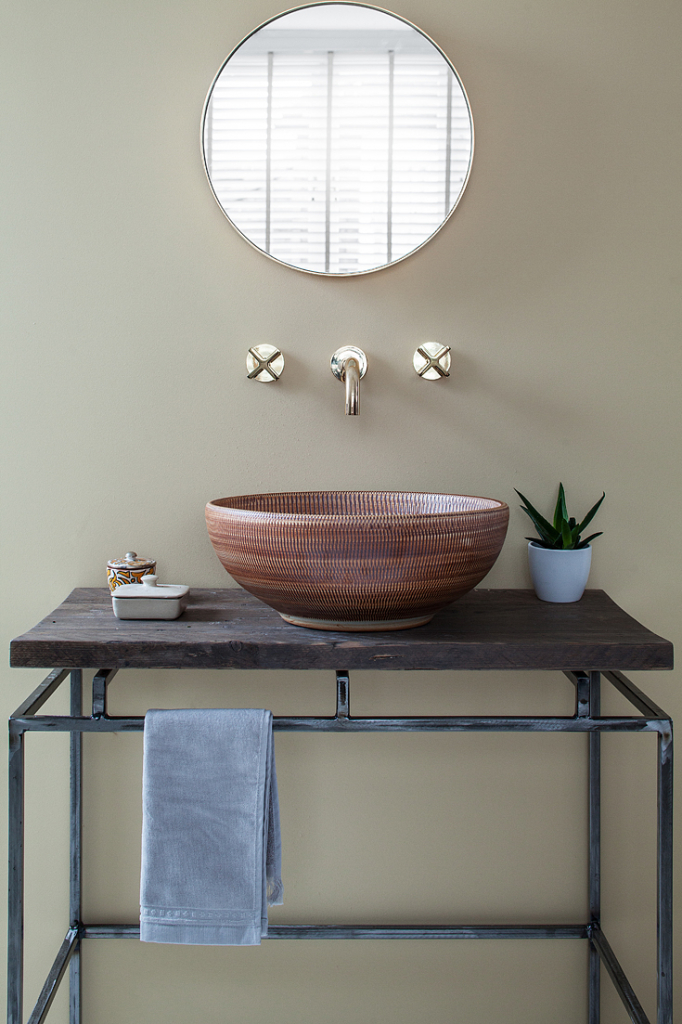 00093PL_LOC07_London_Wall_Mounted_Basin_Tap_in_Natural_Brass