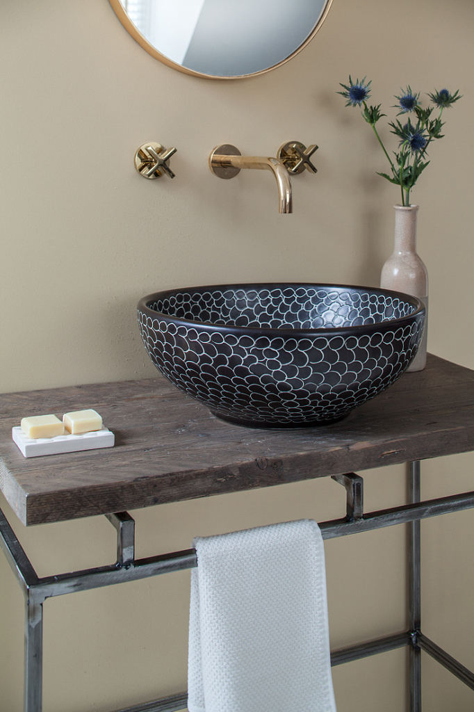 00094PL_LOC07_London_Wall_Mounted_Basin_Tap_in_Natural_Brass