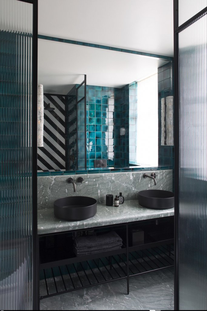 00095PL_LOC06_London_Wall_Mounted_Basin_Tap_in_Charcoal
