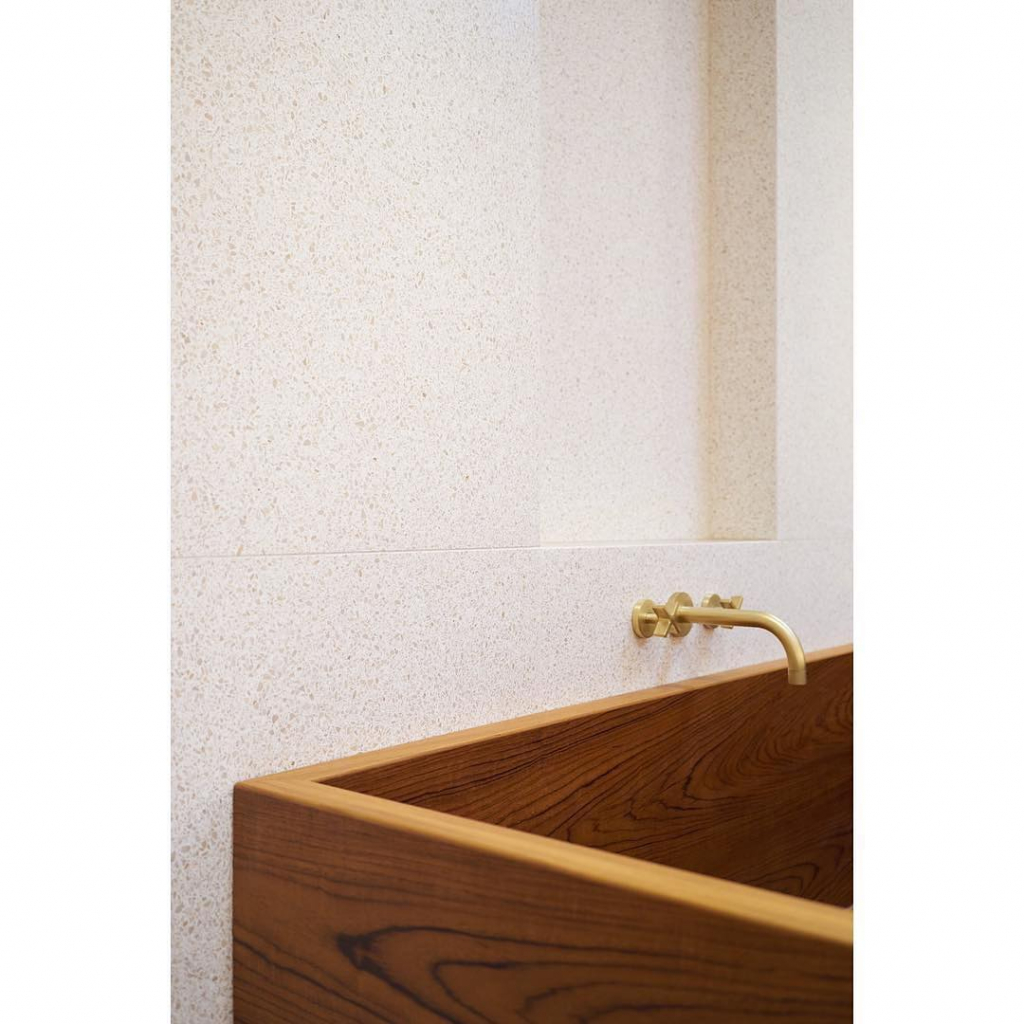 00103PL_LOC25_London_Wall_Mounted_Bath_Tap_in_Brushed_Brass