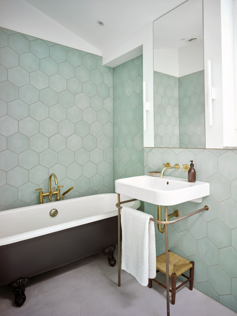 00106PL_LOC07_London_Wall_Mounted_Basin_Tap_in_Aged_Brass