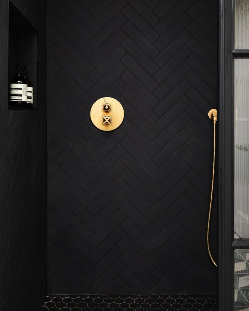 00123PL_LOC52_London_Wall_Mounted_Shower_Mixer_in_Brushed_Brass