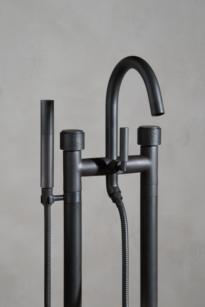 00433PL_SED29_Sense_Floor_Standing_Bath_Tap_in_Oil_Rubbed_Bronze