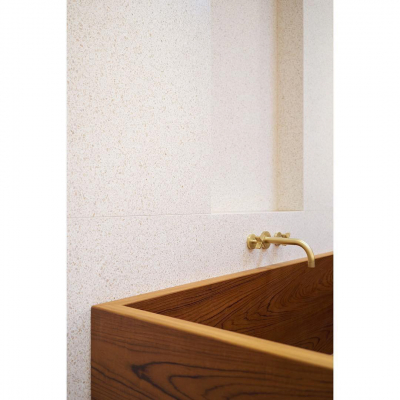 LOC25_London_Wall_Mounted_Bath_Tap_in_Brushed_Brass_00440L