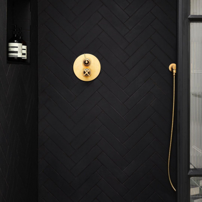LOC52_London_Wall_Mounted_Shower_Mixer_in_Brushed_Brass_00420L